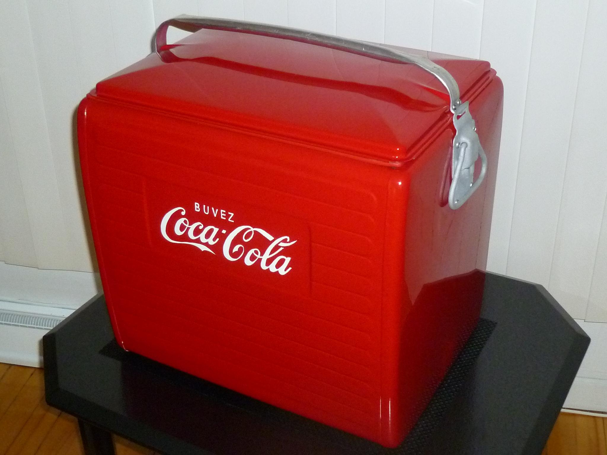 tirage d une glaci re coca cola vintage vasl. Black Bedroom Furniture Sets. Home Design Ideas